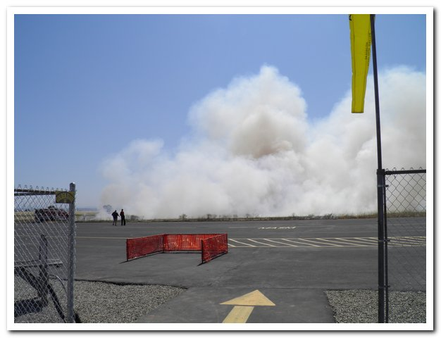 You are browsing images from the article: Grass fire at the field (100OLYMP_001.jpg)