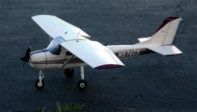 You are browsing images from the article: From Richard Malinowski - Cessna 152 scale model of N67405 (cessna-n67405-03.jpg)