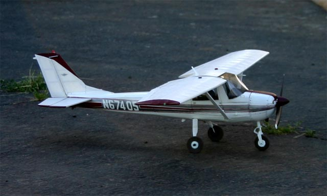You are browsing images from the article: From Richard Malinowski - Cessna 152 scale model of N67405 (cessna-n67405-04.jpg)