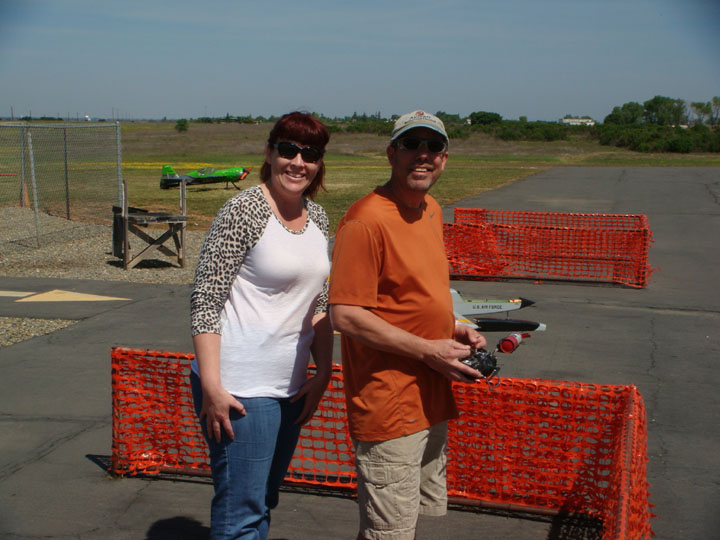 You are browsing images from the article: Merwin Ranch Memorial Fun Fly April 2015  (Shawn_and_Virginia.jpg)