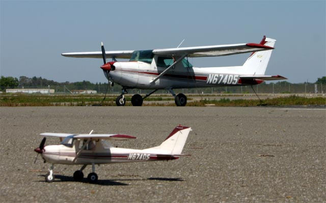 You are browsing images from the article: From Richard Malinowski - Cessna 152 scale model of N67405 (cessna-n67405-07.jpg)